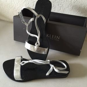 ANNE KLEIN SILVER LEATHER SANDALS NEW IN BOX 7
